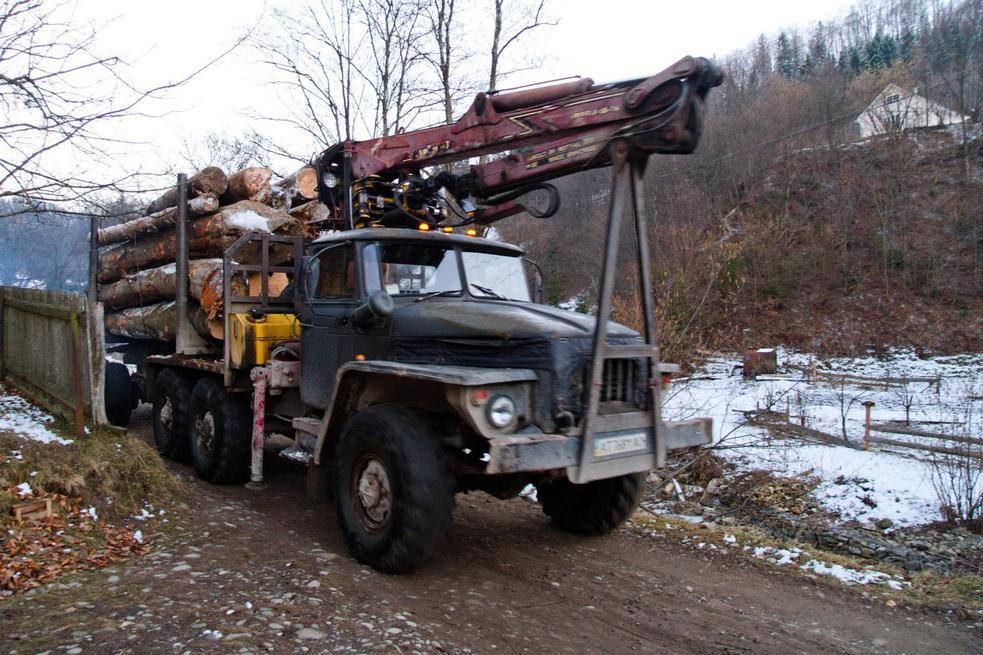 Вантажівка лісогубів