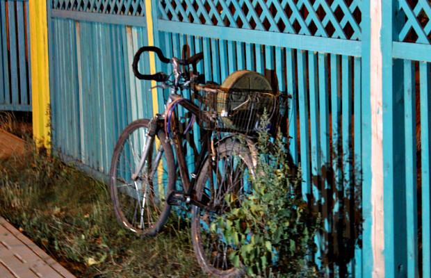 міна на велосипеді
