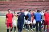 На Буковині під час футбольного матчу гравці однієї з команд кинулися з кулаками на суддів (фото)