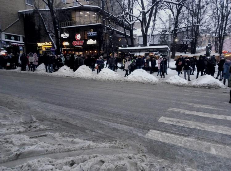 зупинка_сніг2