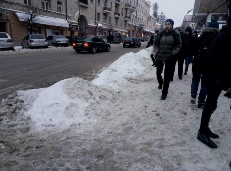 зупинка_сніг3